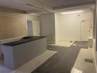 retail_to_let_commercial_property_gloucester_shop